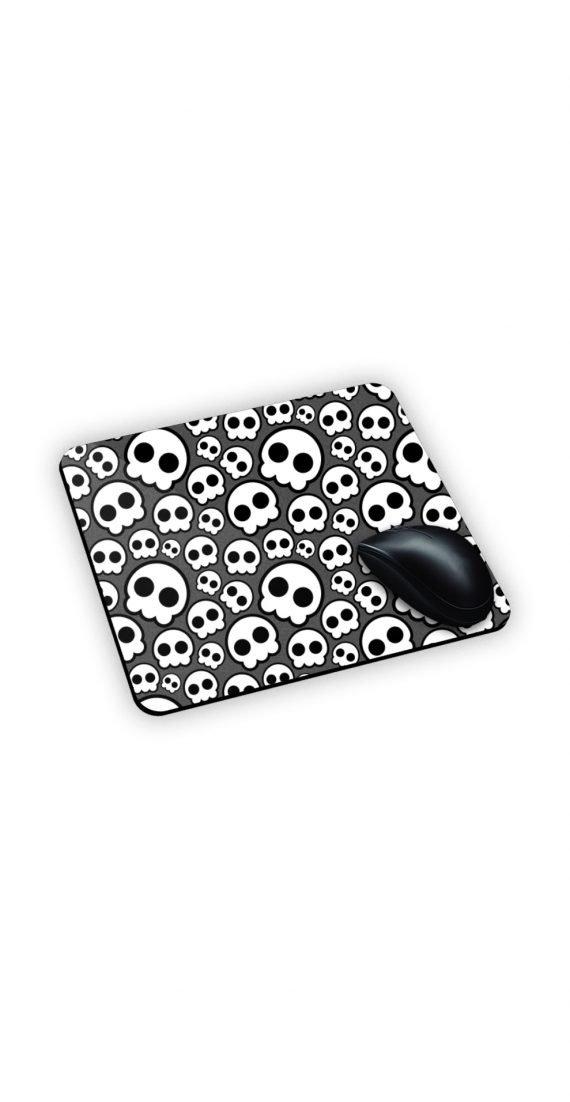 Tappetino grigio con teschi bianchi e neri stilizzati